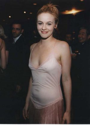 Alicia Silverstone Small Pokie, Not Cool Enough Or Not Many Paparazzi Around?
