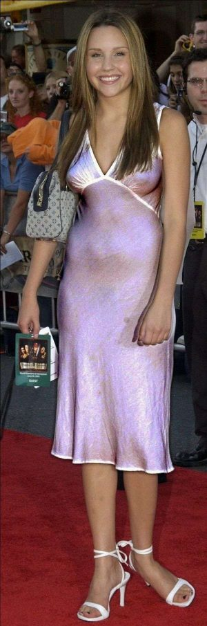 Amanda Bynes, Puffies On The Red Carpet? Very Nice Accessory