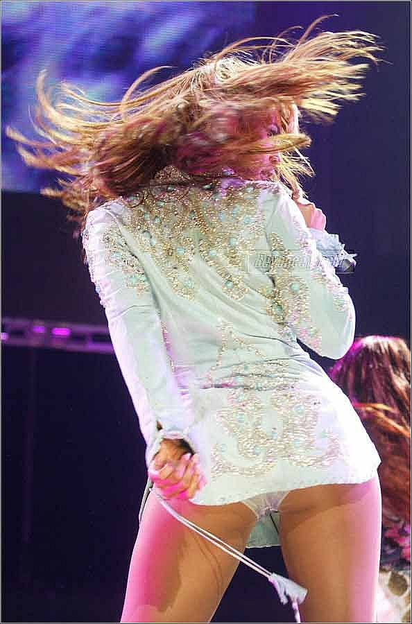 Beyonce, White Panty Upskirt Shot Keeps Us In The Audience