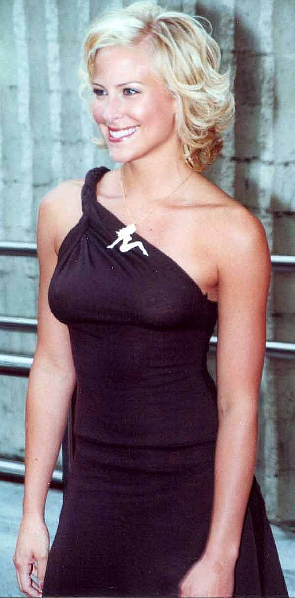 Brittany Daniel See Thru Tit Shot Makes It Here On Taxi Driver, Keep It Up!
