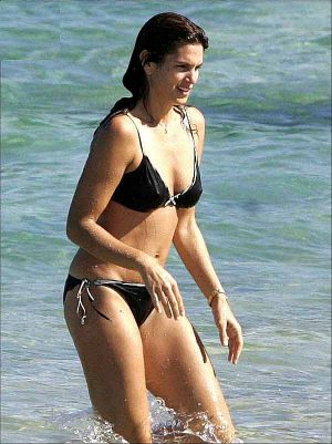 Cindy Crawford, Black Bikini With Pokies, Beautiful Ass, And Cellulite Makes You A MILF!