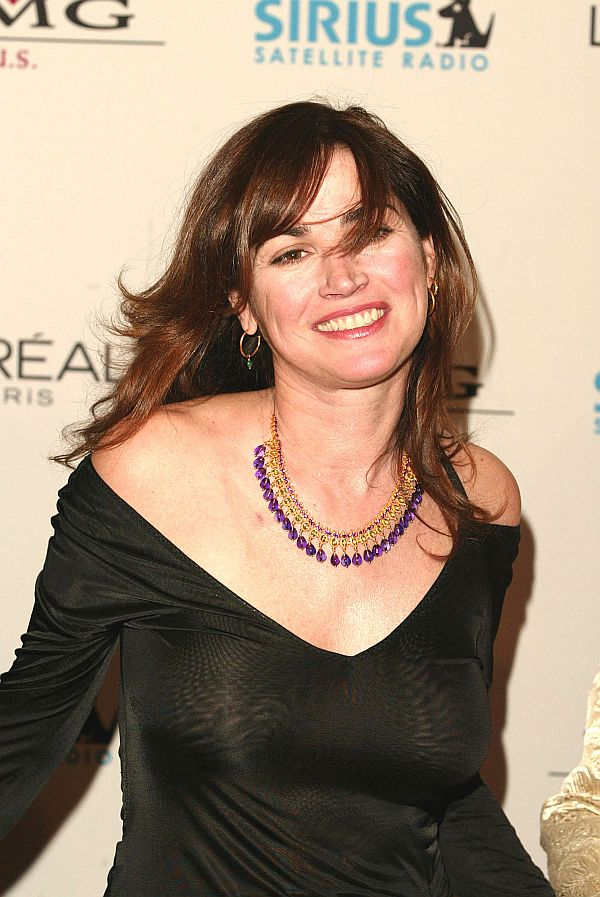 Kim Delaney, Slight See Thru Tit Shots? That Still Makes You A MILF On Taxi Driver
