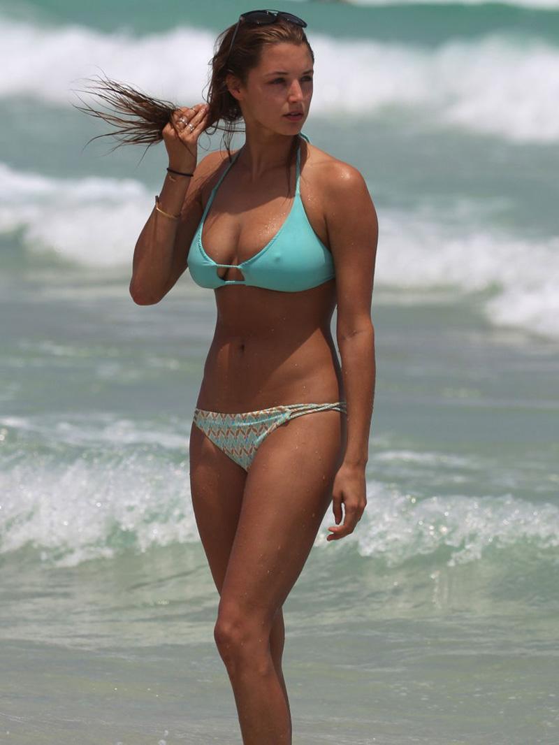 Alyssa Arce Nude Pics alyssa arce bikini pokies on the beach - taxi driver movie