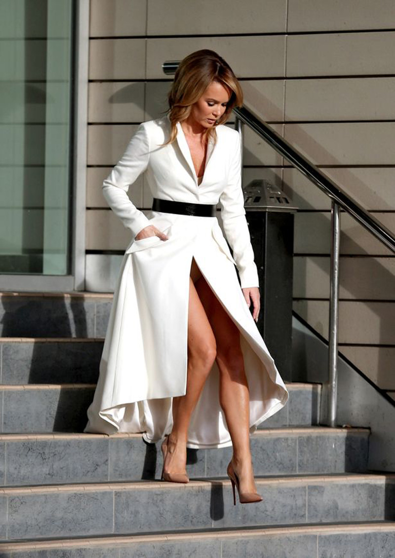 Amanda Holden Tits amanda holden reveals her nude colored panties - taxi driver