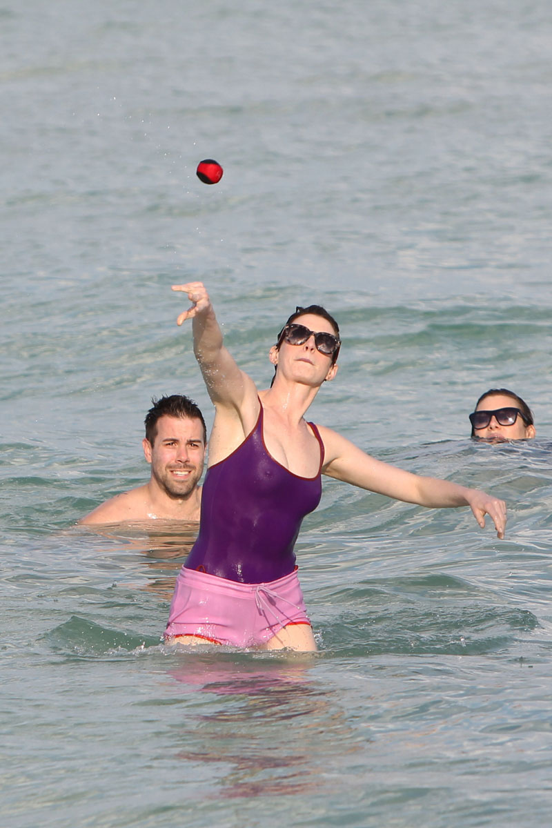 Anne Hathaway Ice Cold Pokies in the Ocean