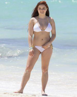 Young Ariel Winter Cameltoe in White Bikini on the Beach