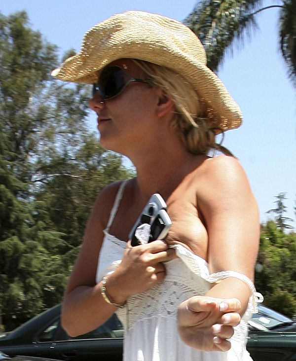 Britney Spears Nipslip And Efforts To Recover