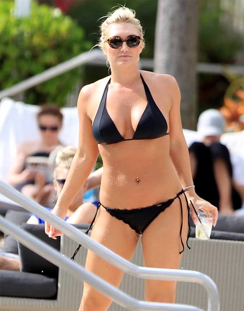 Brooke Hogan Wet Cameltoe in Black Bikini