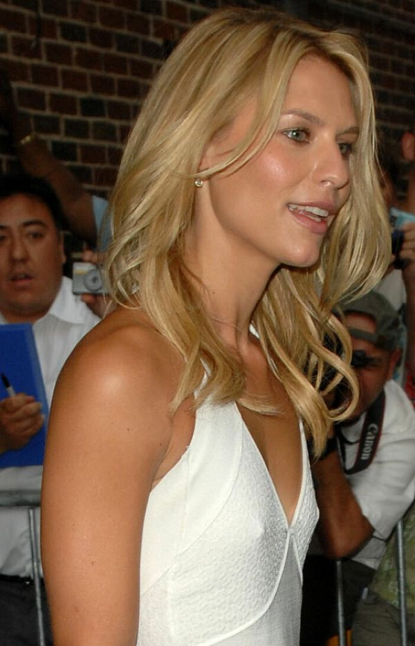 """Claire Danes Pokies At 85 Degrees And 58 Degrees At """"The Late Show"""""""