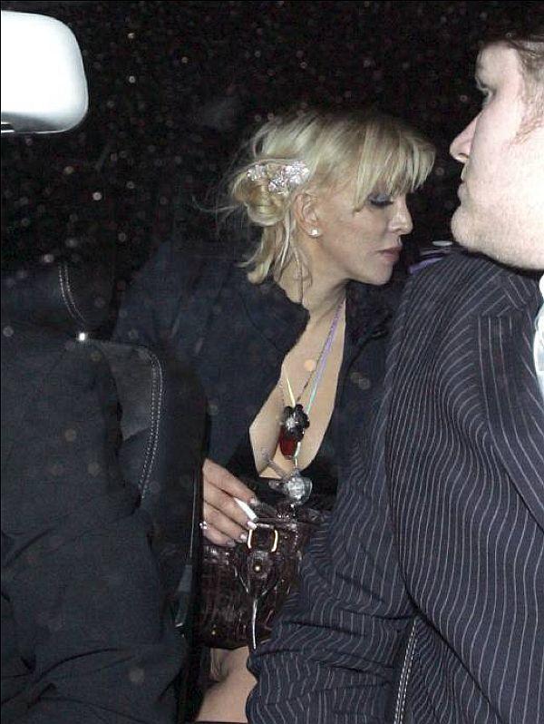 Courtney Love Panty-Less Upskirt
