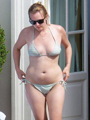Elizabeth Moss Bikini Cameltoe