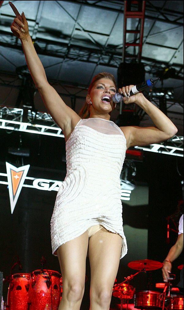 Fergie Panty Upskirt Onstage