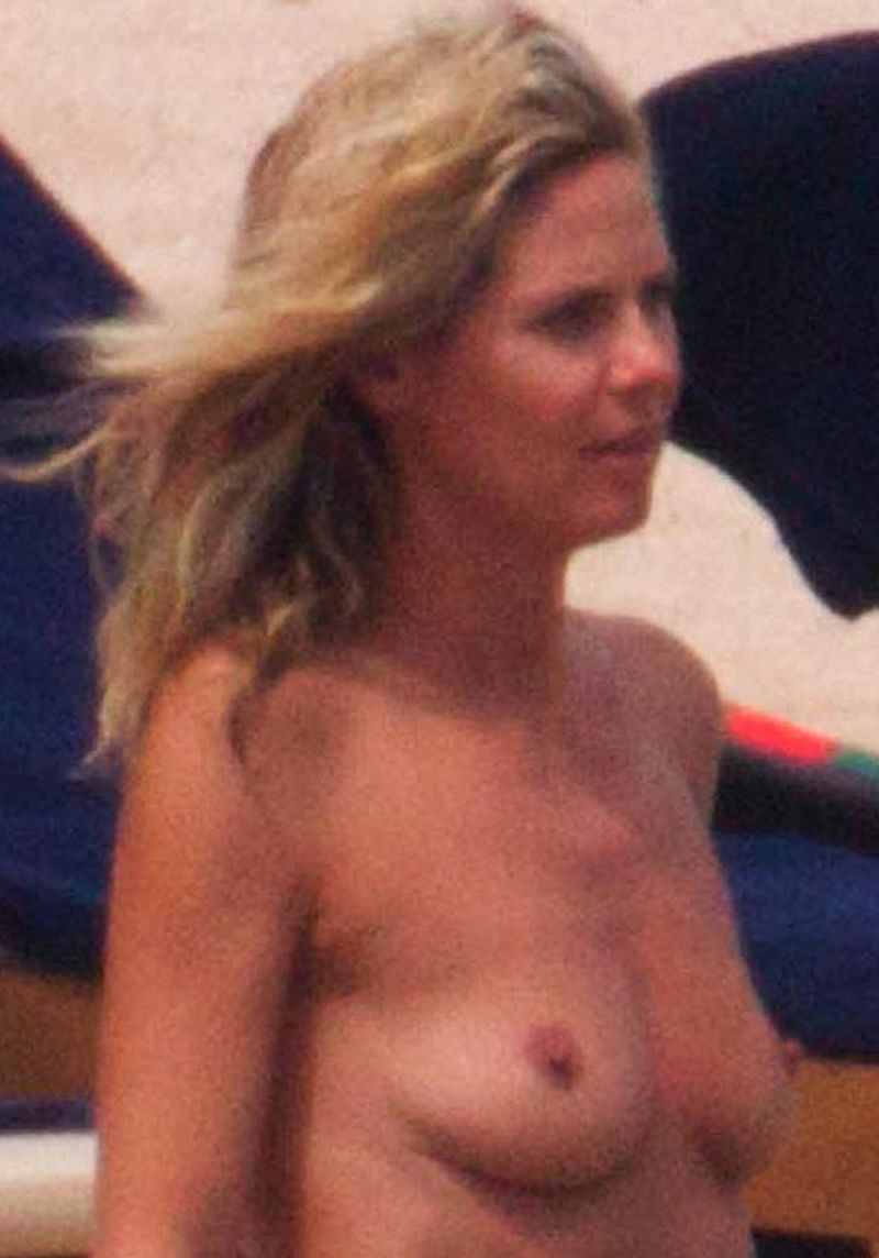 Heidi Klum Bares Her Boobs At The Beach