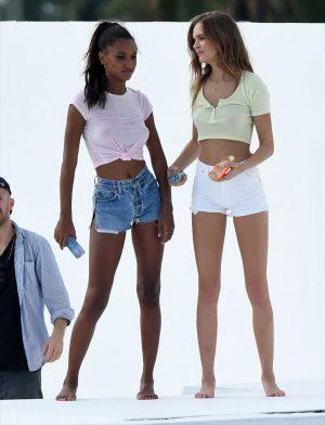Victoria's Secret Models Jasmine Tookes & Josephine Skriver Braless Pokies