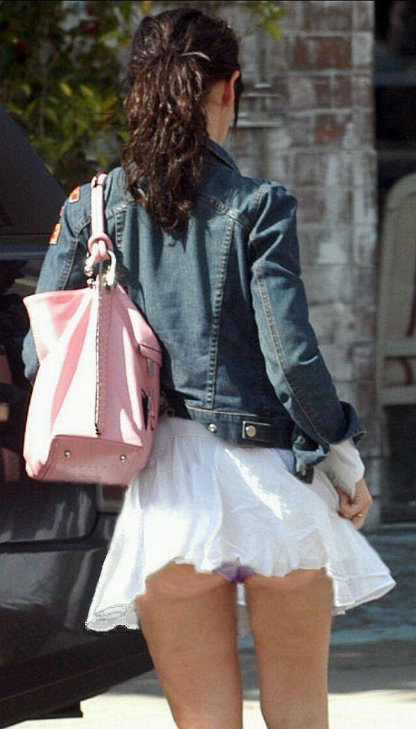 Jennifer Love Hewitt Panty Upskirt