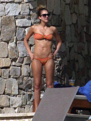 Jessica Alba's Slight Bikini Cameltoe