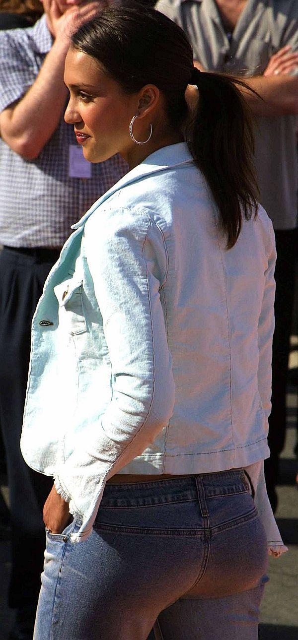 Jessica Alba's Tight Butt In Her Jeans
