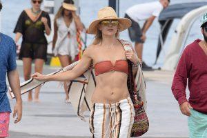 Kate Hudson Rock Hard Pokies in her Bikini Top