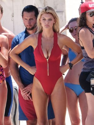 Kelly Rohrbach Flaunts Serious Cameltoe on 'Baywatch' Set