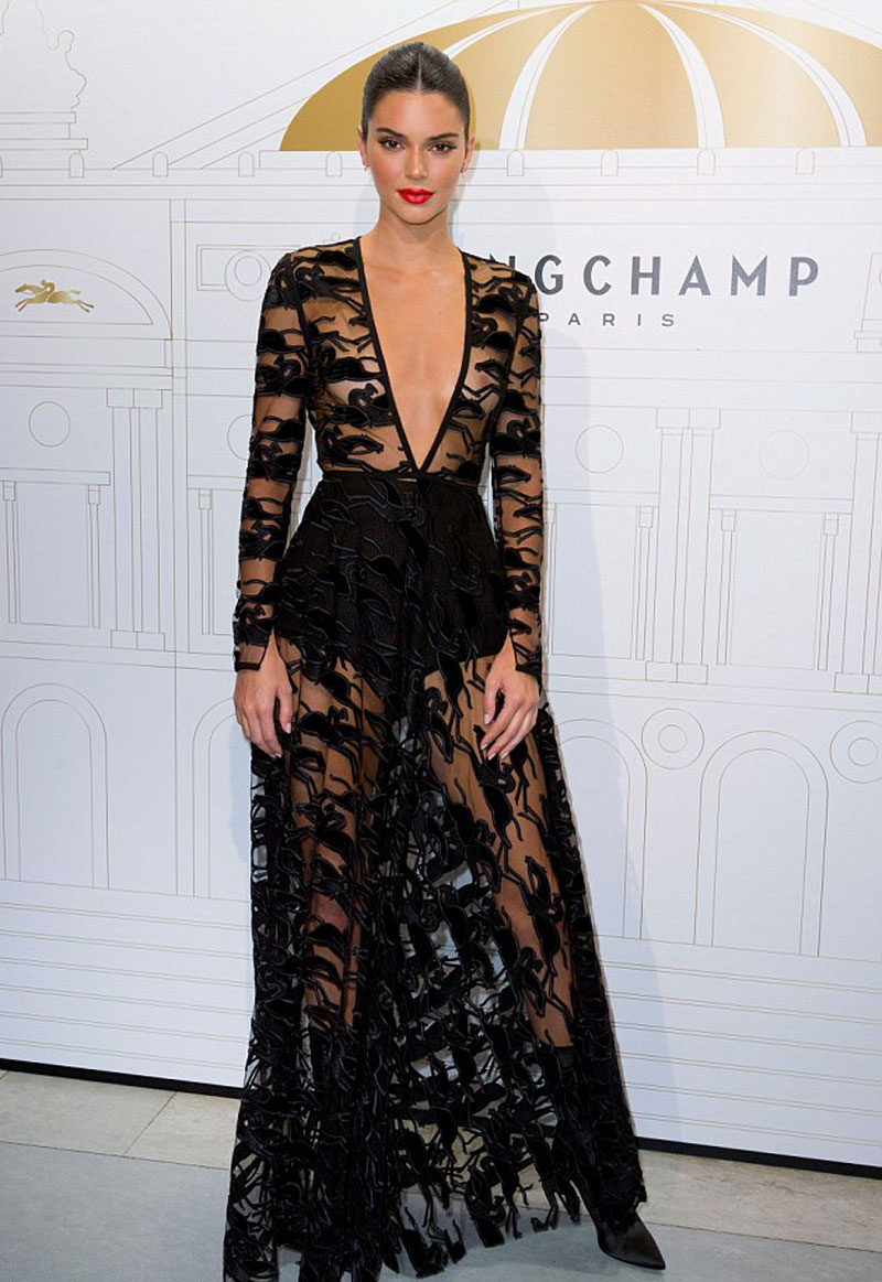 Kendall Jenner Boobies in Black Lace Gown