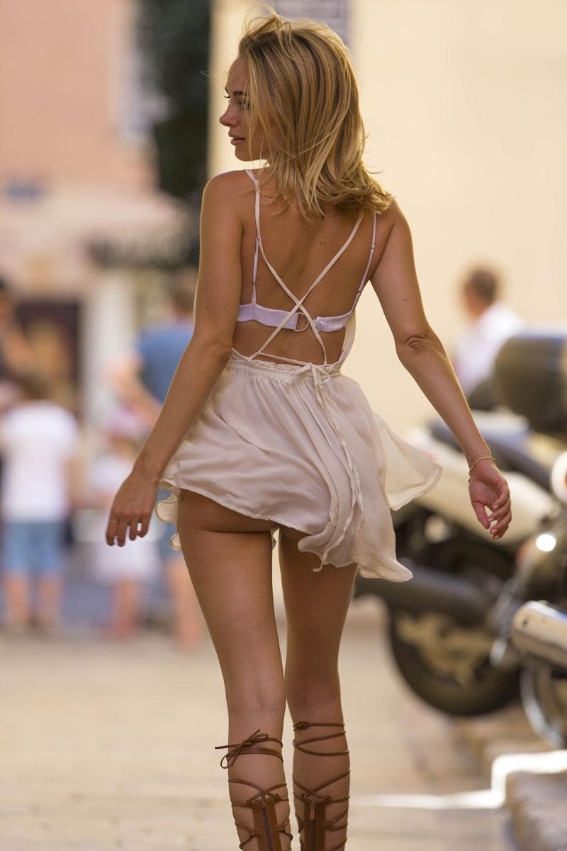 Opinion upskirt no panties while shopping