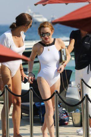 Lindsay Lohan Cameltoe & Pokies in Public