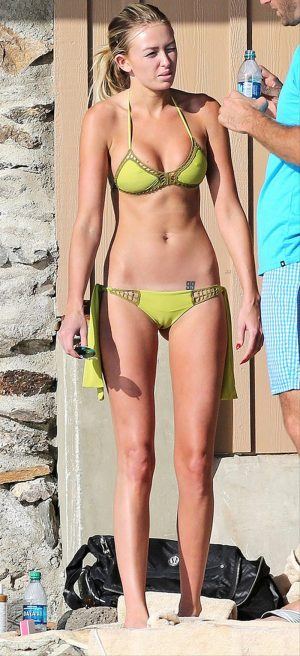 Paulina Gretzky's SERIOUS Cameltoe at the Beach