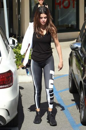 Selena Gomez Slight Cameltoe in Workout Tights