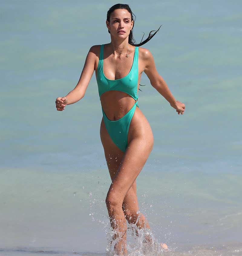Sofia Resing Pokies and Cameltoe in Wet Bathing Suit