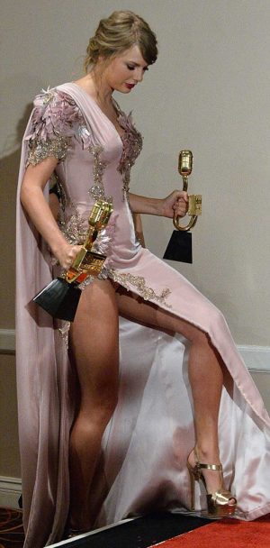 Taylor Swift Slight Pink Pantie Upskirt