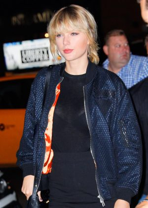 Taylor Swift See Through to her Bra