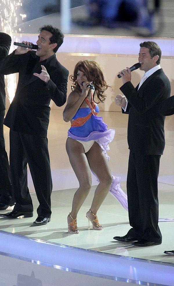 Toni Braxton Wind Blown Panty Upkirt