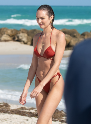 Super Model Candice Swanepoel Pokies in her Wet Bikini