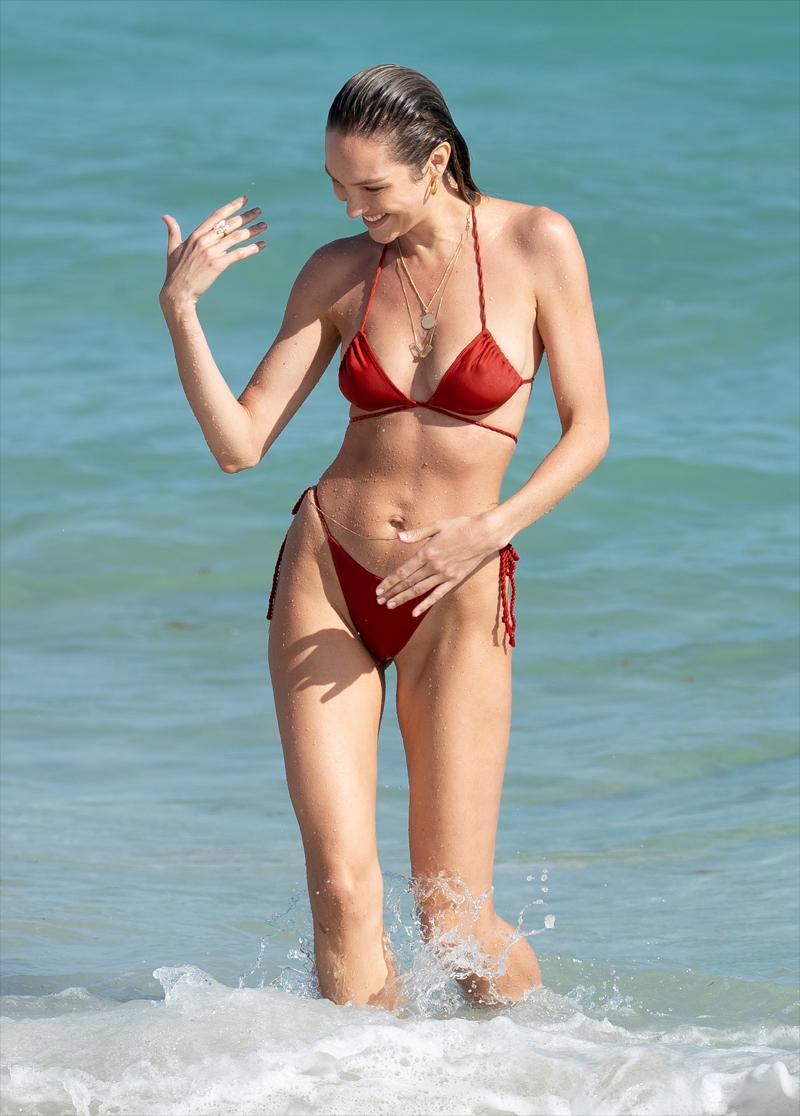 Super Model Candice Swanepoel Pokies in her Wet Bikini