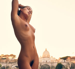 Is Marisa Papen Setting A Nude World Record?
