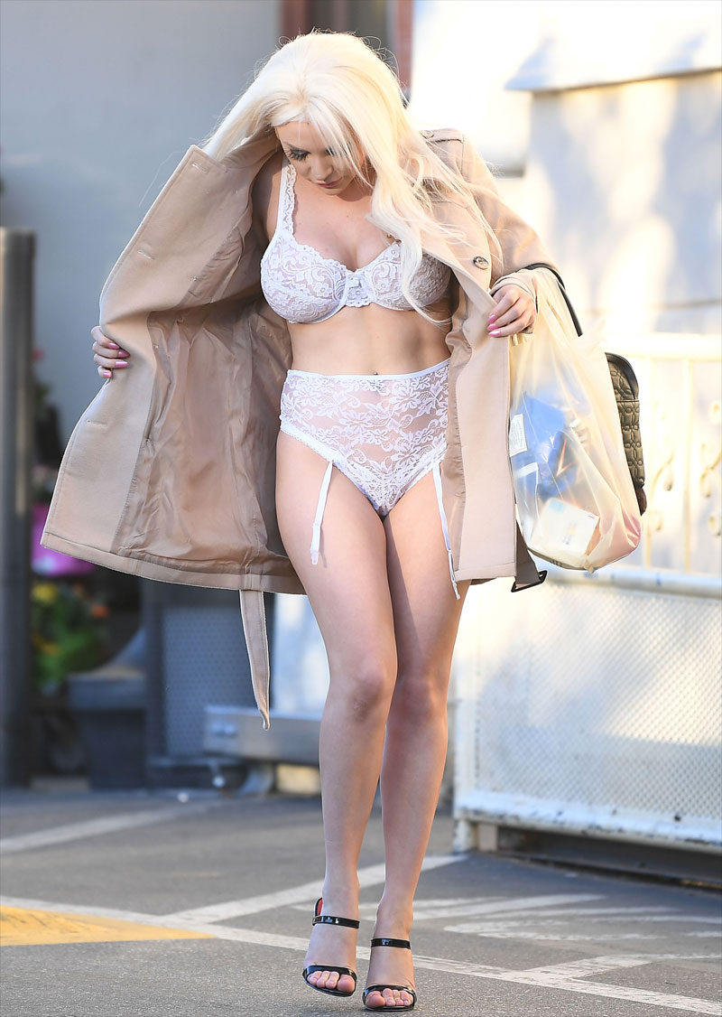 Courtney Stodden White Bra & Panties in Public