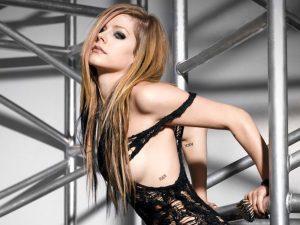 Avril Lavigne Hotness But Bad News