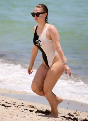 Bianca Elouise Nipples Through her Swimsuit