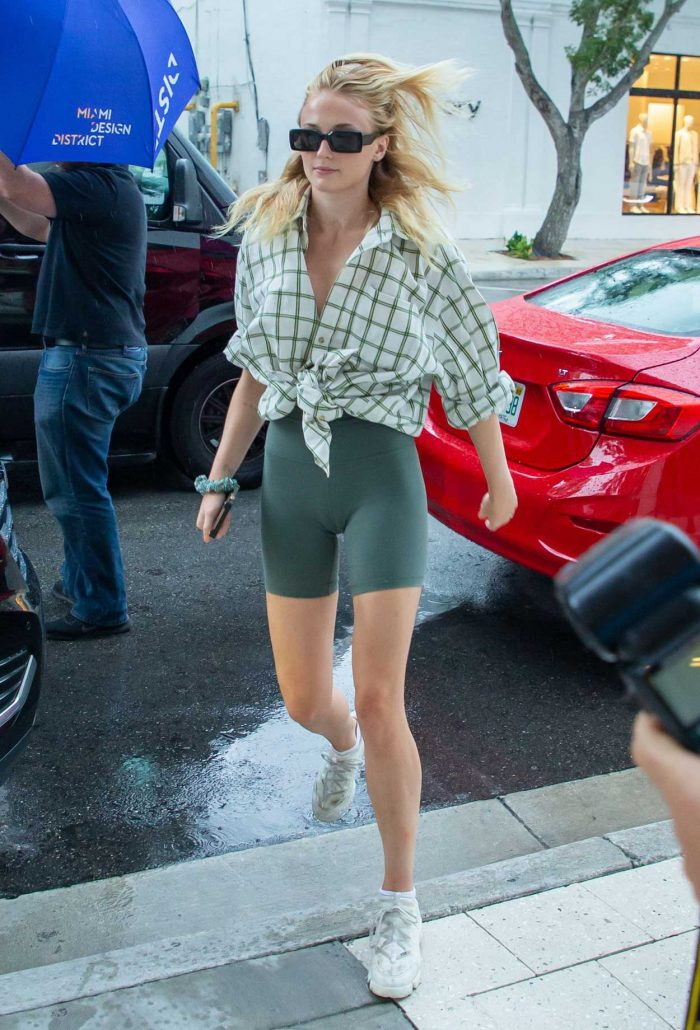 Sophie Turner Thick Cameltoe in Green Yoga Shorts