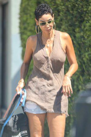 Nicole Murphy Nipple Pokies in Loose Vest