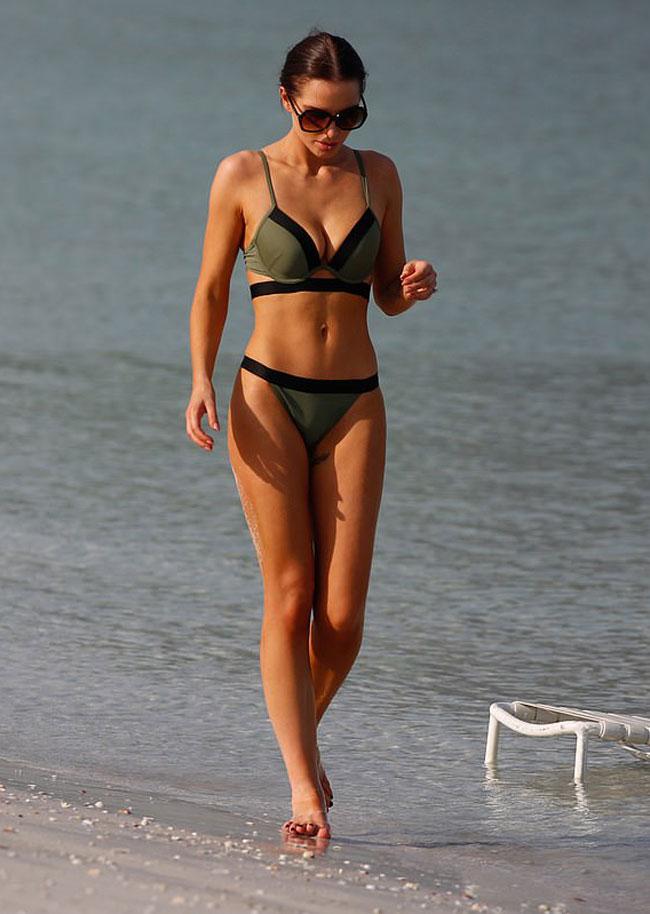 Helen Flanagan Cameltoe and Cleavage in Green Bikini