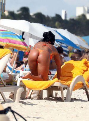 Maripily Rivera Tanned Ass in Pink Thong Bikini