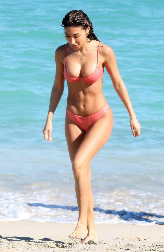 Chantel Jeffries Pokies and Cameltoe in Pink Bikini