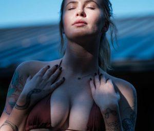 Ireland Baldwin Thicc Hot Body In A Tiny Bikini